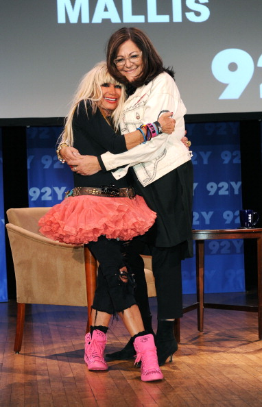 Cocktail「Fashion Icons In-Depth Interview With Fern Mallis And Betsey Johnson Hosted By 92nd Street Y And MARTINI」:写真・画像(5)[壁紙.com]