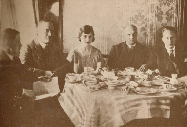 A Meal Aboard The Graf Zeppelin While Flying Over The Atlantic, 19:ニュース(壁紙.com)