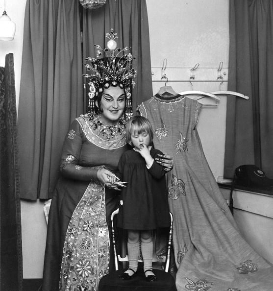 Swedish Culture「Turandot and Child」:写真・画像(2)[壁紙.com]