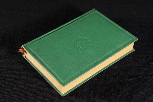 Embroidery「green hardcover book on black」:スマホ壁紙(19)