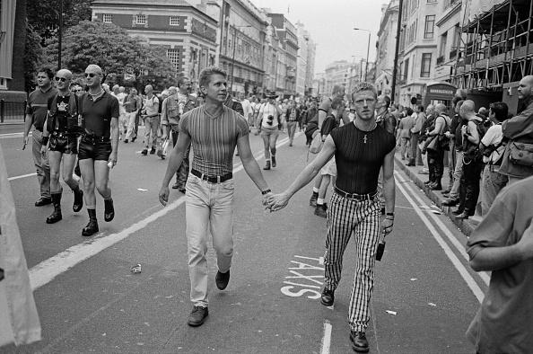 Holding Hands「LGBT Pride」:写真・画像(13)[壁紙.com]