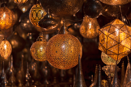 北アフリカ「Morocco, Marrakesh, illuminated lamps at souk」:スマホ壁紙(8)