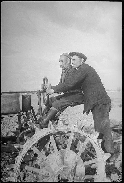 Max Penson「Tractor Operators」:写真・画像(4)[壁紙.com]