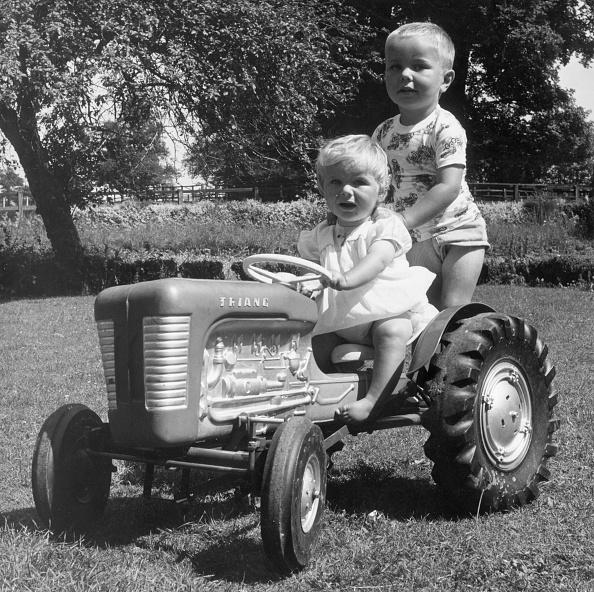 Tractor「Underage Driver」:写真・画像(17)[壁紙.com]