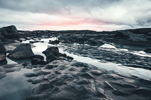 火山岩「アイスランドの風景」:スマホ壁紙(18)