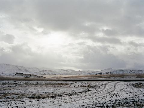 Overcast「Icelandic landscape of snow covered road」:スマホ壁紙(4)
