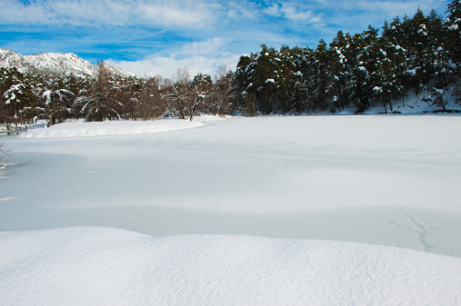 Snowdrift「Thorenc lake in winter, French Riviera Hinterland」:スマホ壁紙(5)