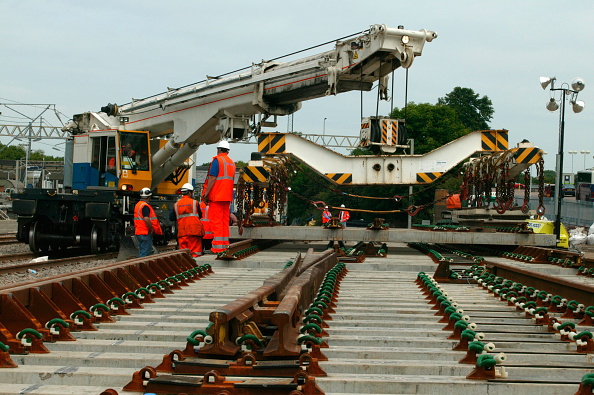 Crane - Construction Machinery「Balfour Beatty's Kirov Crane laying track panels at Tring station during the West Coast Main Line upgrade. June 2004.」:写真・画像(3)[壁紙.com]