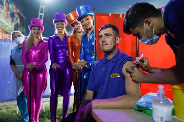 Bestof「Circus-goers Receive Covid Vaccines Before Big Top Performance」:写真・画像(4)[壁紙.com]