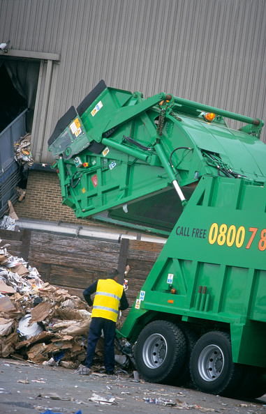 Finance and Economy「Recycling vehicle at papermill, Kent」:写真・画像(10)[壁紙.com]