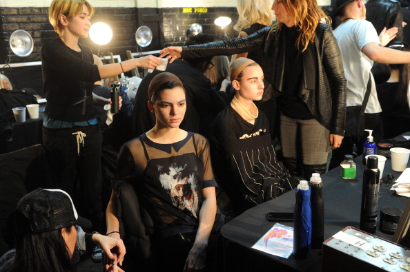 New York State Armory「Marc Jacobs - Backstage - Mercedes-Benz Fashion Week Fall 2014」:写真・画像(12)[壁紙.com]