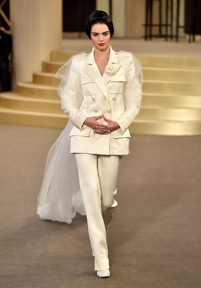 ランウェイ「Chanel : Runway - Paris Fashion Week - Haute Couture Fall/Winter 2015/2016」:写真・画像(19)[壁紙.com]