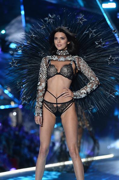 Fashion show「2018 Victoria's Secret Fashion Show - Runway」:写真・画像(15)[壁紙.com]