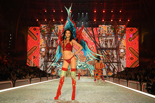 Victoria's Secret「2016 Victoria's Secret Fashion Show in Paris - Show」:写真・画像(3)[壁紙.com]