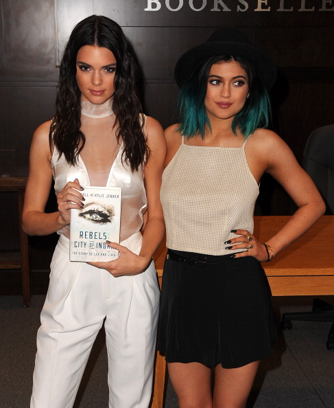 "Book Signing「Kendall Jenner And Kylie Jenner Book Signing For ""Rebels""」:写真・画像(1)[壁紙.com]"