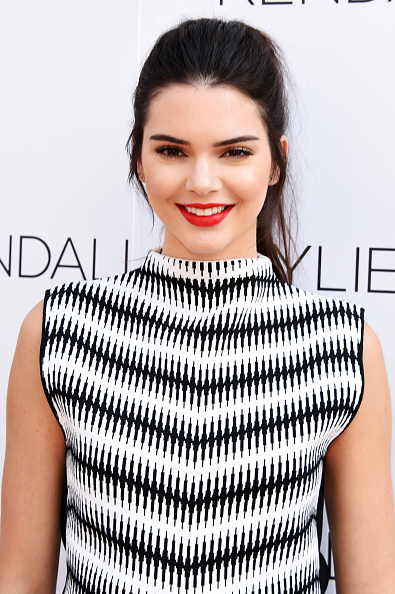 カメラ目線「Kendall Jenner And Kylie Jenner Launch Party For Kendall + Kylie Fashion Line At Topshop」:写真・画像(3)[壁紙.com]