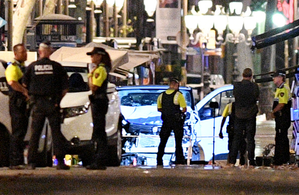 Violence「Van Hits Crowds In Barcelona's Las Ramblas」:写真・画像(3)[壁紙.com]