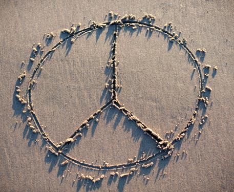 Cannon Beach「A peace sign drawn in the sand.」:スマホ壁紙(11)