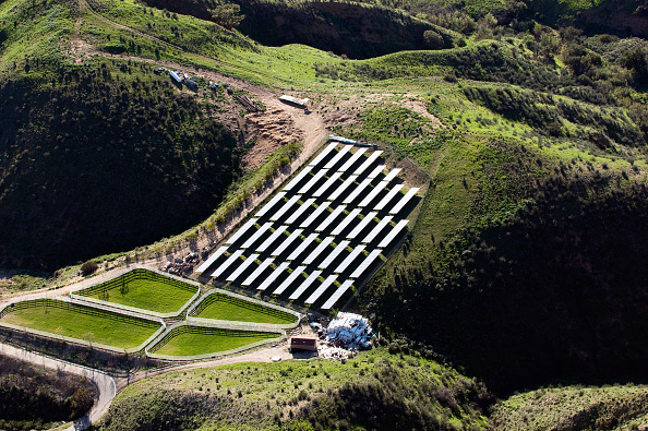 Solar Energy「Solar farm, Simi Valley, California, USA, aerial view」:写真・画像(9)[壁紙.com]