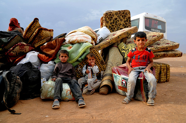Entering「Syrian Kurds Fleeing The Islamic State Militants Cross Into Turkey」:写真・画像(8)[壁紙.com]