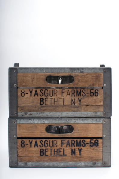 White Background「Yasgur Farms Milk Crates」:写真・画像(7)[壁紙.com]