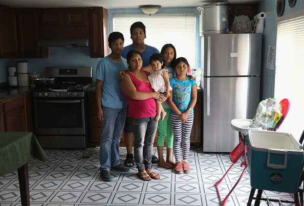 Immigrant「Undocumented Parents Face Deportation And Family Separation」:写真・画像(13)[壁紙.com]