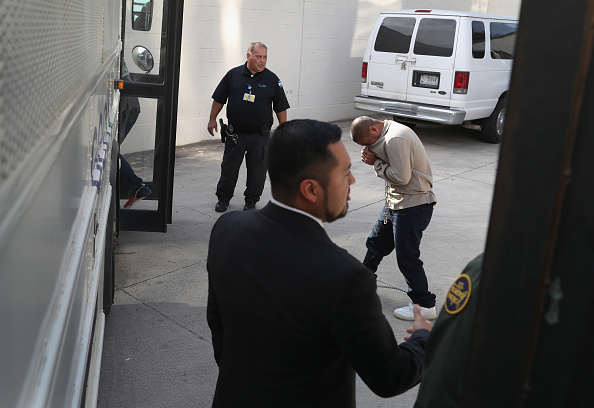 McAllen - Texas「Undocumented Immigrants Go To Court For Deportation Hearings」:写真・画像(7)[壁紙.com]