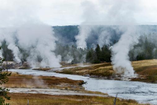Mammoth Hot Springs「Geysers in Yellowstone」:スマホ壁紙(2)