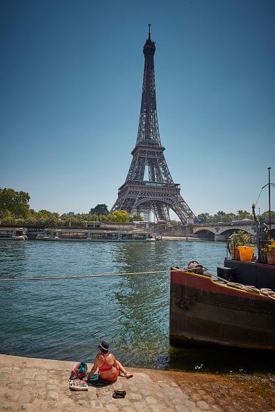 Eiffel Tower「France Experiences Summer Heatwave」:写真・画像(9)[壁紙.com]