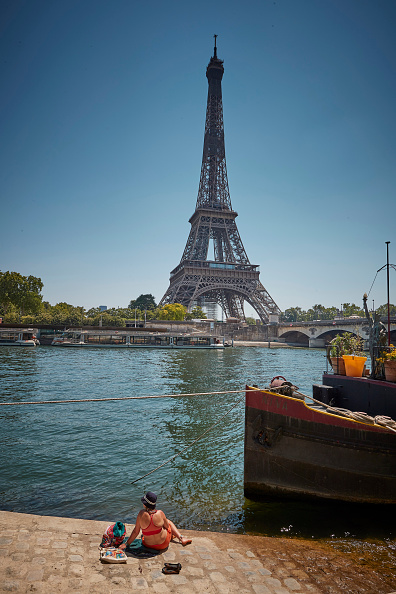 Eiffel Tower「France Experiences Summer Heatwave」:写真・画像(10)[壁紙.com]