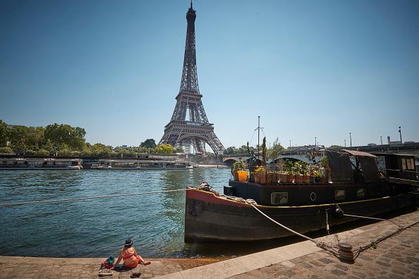 Eiffel Tower「France Experiences Summer Heatwave」:写真・画像(3)[壁紙.com]