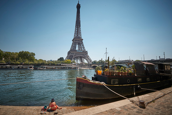 Seine River「France Experiences Summer Heatwave」:写真・画像(1)[壁紙.com]