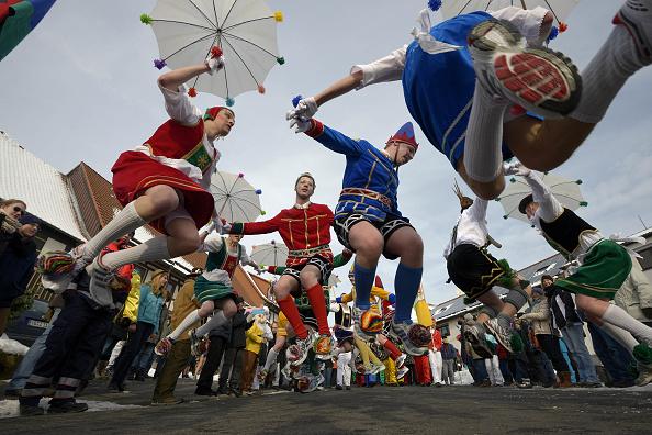 横位置「Carnival Revelers Celebrate Rose Monday」:写真・画像(6)[壁紙.com]
