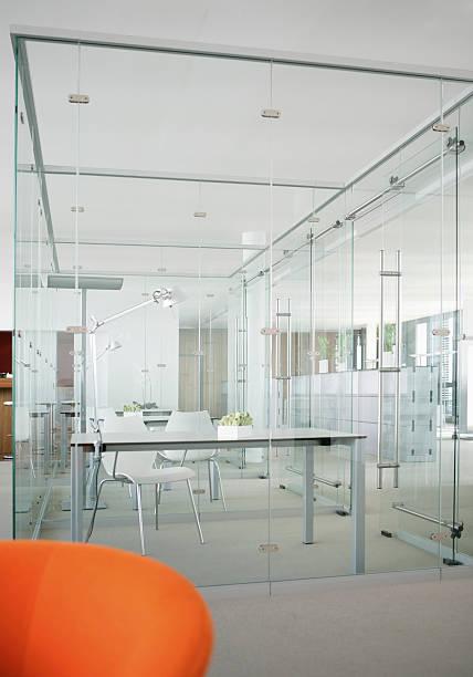Germany, Modern office with glass walls:スマホ壁紙(壁紙.com)