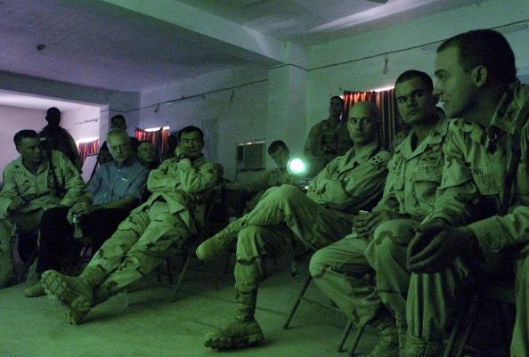 Samarra - Iraq「Lt. General Sanchez Visits U.S. Troops In Samarra, Iraq」:写真・画像(11)[壁紙.com]