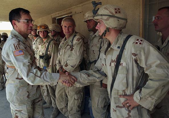 Samarra - Iraq「Lt. General Sanchez Visits U.S. Troops In Samarra, Iraq」:写真・画像(13)[壁紙.com]