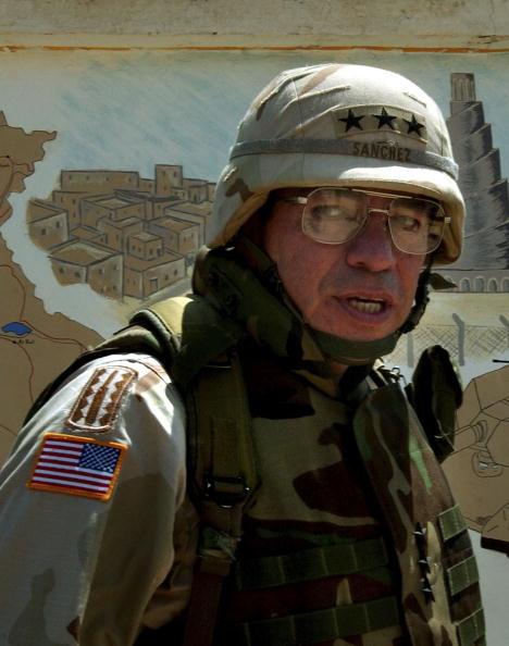 Samarra - Iraq「Lt. General Sanchez Visits U.S. Troops In Samarra, Iraq」:写真・画像(12)[壁紙.com]