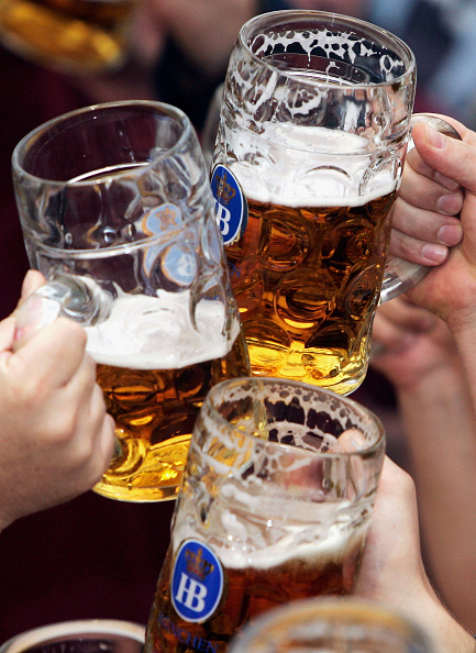 Drinking Glass「Oktoberfest Opens」:写真・画像(3)[壁紙.com]