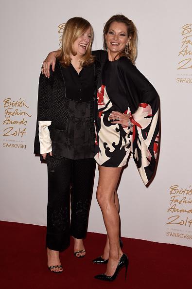 Sarah Burton for Alexander McQueen「British Fashion Awards - Winners Room」:写真・画像(4)[壁紙.com]
