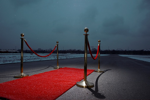 Greeting「Red carpet on street, city in the background, dark clouds」:スマホ壁紙(19)