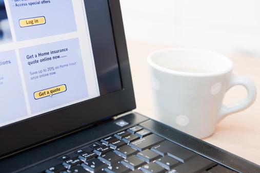 Online Shopping「Insurance on laptop」:スマホ壁紙(2)