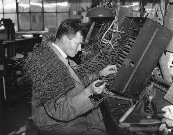 Repairing「Phone Engineer」:写真・画像(11)[壁紙.com]