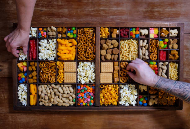 Organized Tray Filled With Snack Foods:スマホ壁紙(壁紙.com)
