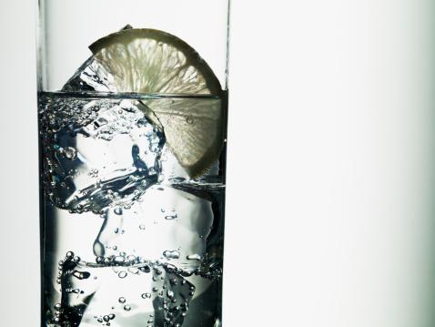 氷「ライムのスライスで水の」:スマホ壁紙(4)
