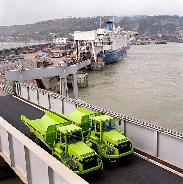 Passenger Craft「Terex 2366 articulated dumper trucks being unloaded from ferry.」:写真・画像(8)[壁紙.com]