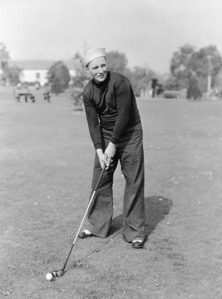 Celebrities「Bing Crosby playing golf during a shooting break. He still wears his costume. Photograph. Around 1930. Hollywood.」:写真・画像(6)[壁紙.com]