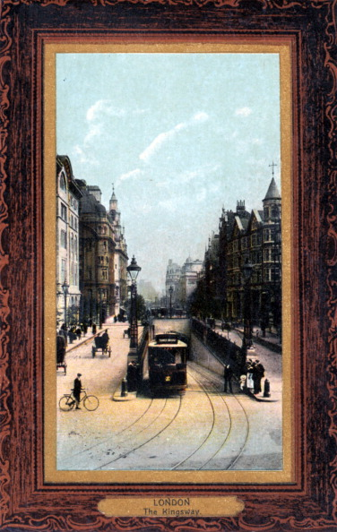 City Life「London - Kingsway with tram emerging from viaduct  In early 1900s. Horse and carriage, bicycle」:写真・画像(10)[壁紙.com]