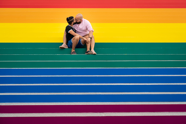 Honor「New York's Four Freedoms Park Decorated Its Step With Massive Rainbow Flag For Pride Month」:写真・画像(0)[壁紙.com]