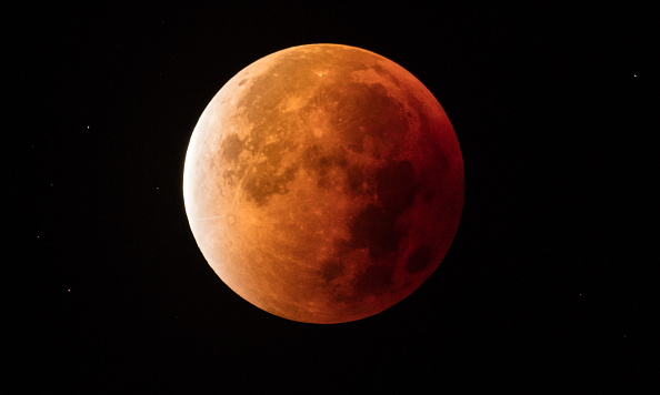 Eclipse「A Total Lunar Eclipse Spawns Blood Supermoon」:写真・画像(16)[壁紙.com]