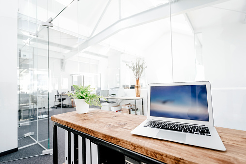 Small Office「Laptop on wooden table in office」:スマホ壁紙(4)